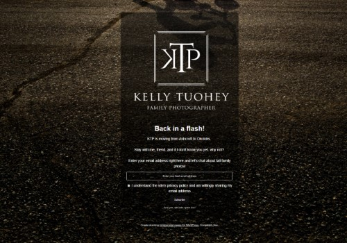 www.kellytuoheyphotography.ca uses the Minimal Coming Soon WordPress plugin